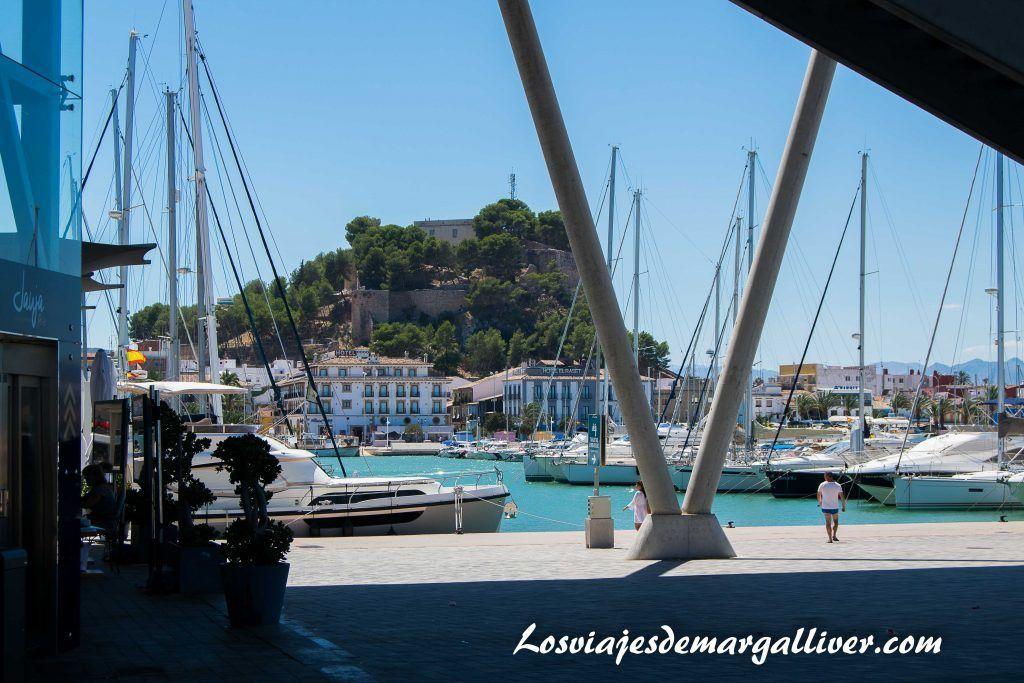 Puerto de Deni con vistas a su castillo , Baleària - Los viajes de Margalliver